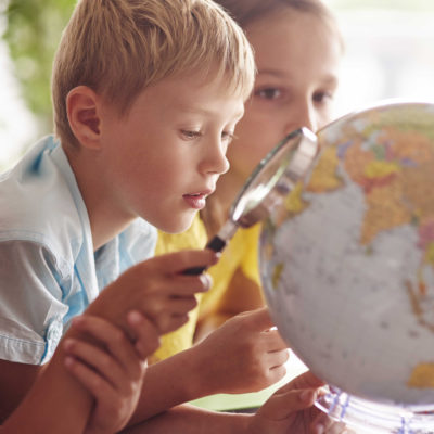 children-using-magnifying-glass-in-geography-5K7VEV9